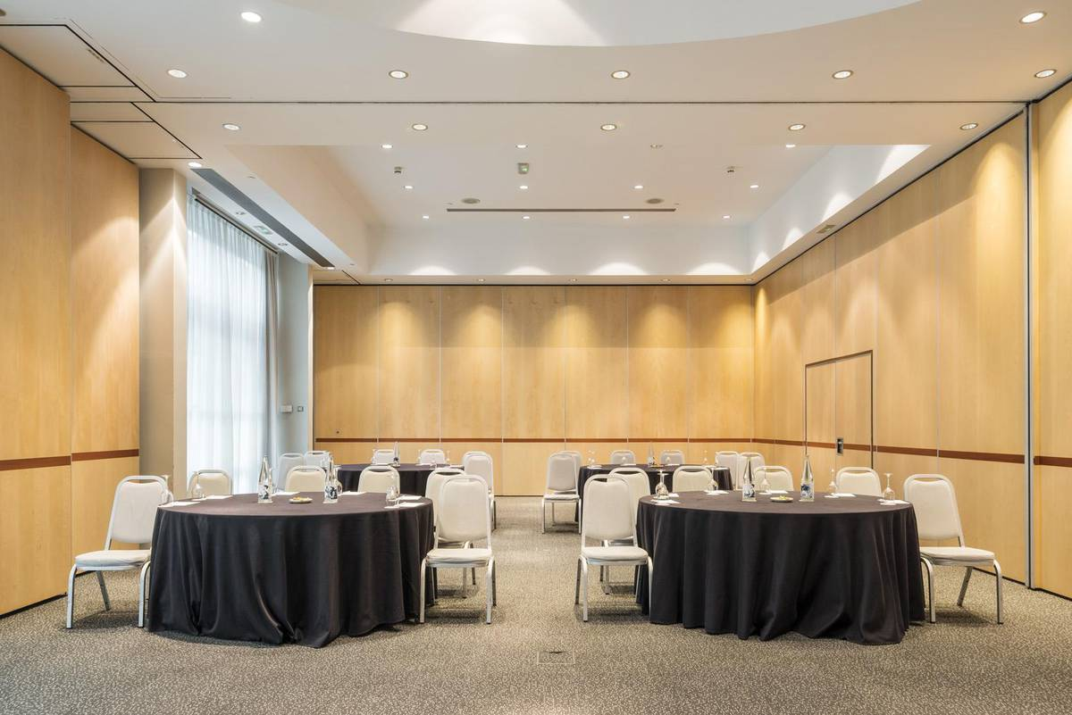 Meeting room hotel ilunion pío xii madrid